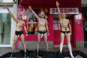 femen on reeperbahn